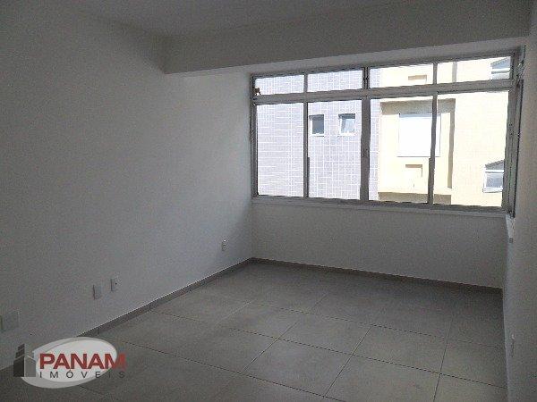 Apartamento para venda no bairro Cristo Redentor, em Porto Alegre.  Apartamento com dois dormitórios, sala, banheiro, cozinha e área de serviço. Todo reformado. 01 vaga de garagem em ótima localização.