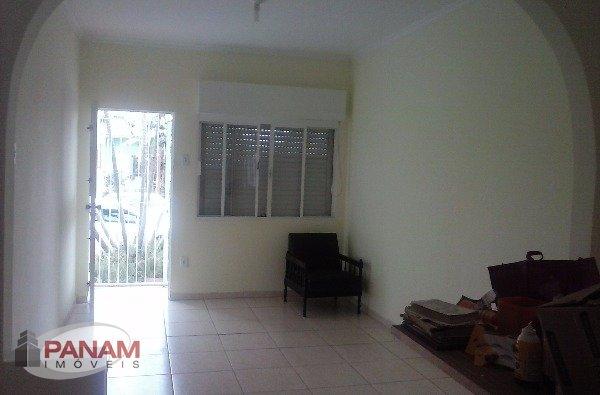 Casa para venda no bairro Sarandi, em Porto Alegre.  Ótima residência em terreno 10 x 28 , com 200m² privativos, 3 dormitórios, 2 banheiros, living amplo, cozinha, área de serviço. páteo e garagem para 4 carros.